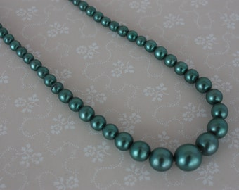 60s Green Necklace - Short Graduated Beads - Vintage Metallic Necklace