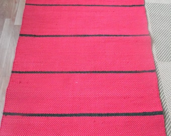 Red carpet with black stripes, Size 160cm lenght, 77cm wide