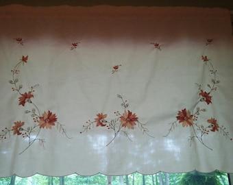 Super sweet vintage window vallance