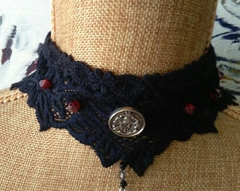 Glass bead and button detail choker