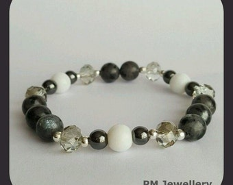 Bracelet-moonstone natural and glass beads