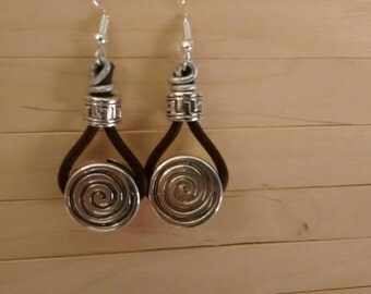 Earrings leather spiral
