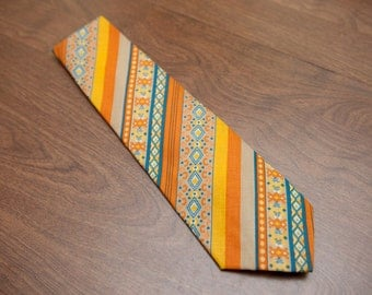 Vintage 1960s men's tie -Orange  Yellow- Late 60s early 70s