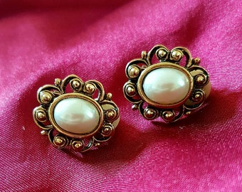 Vintage Gold Tone & Pearl Clip on Earrings