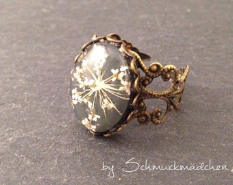 Ring bronze dill flower white
