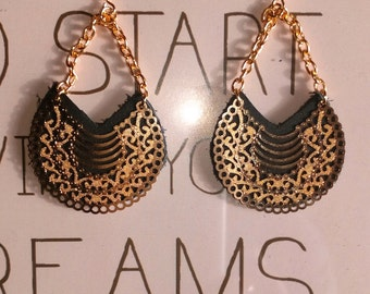 Earrings leather and gold fantasy