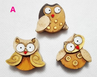 Three OWL OWL magnets to hang on the fridge magnets and hand-painted antiqued plaster plaster gypsum owls-sintered buho