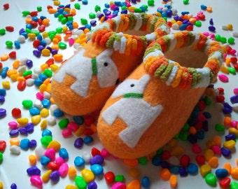 Kotik slippers, hand made of natural wool.