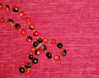 Vintage bold necklace in black and red