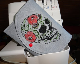 Sotis FlowerSkull: an embroidery sewing time design for the frame size 16 x 26