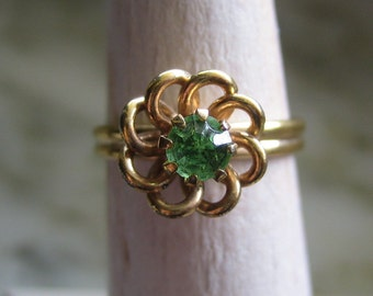 Vintage Sarah Coventry Gold Tone & Green Rhinestone Ring