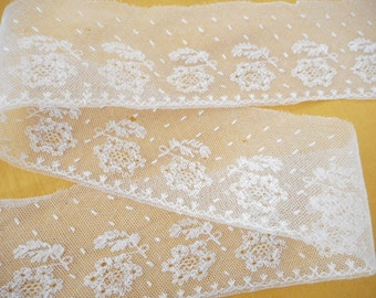 73 cm of white lace tulle