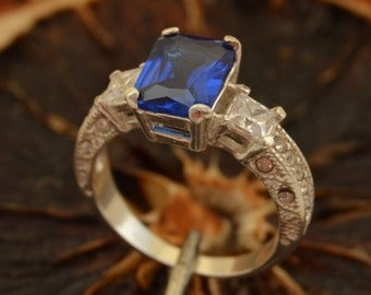 ALEXIS Silver Ring With Sapphire