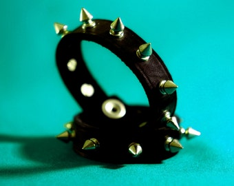 Real leader bracelet with spikes
