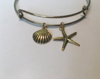 Gold Bracelet with seashell and starfish Charm