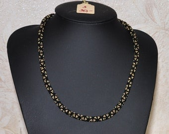 Necklace in black and gold