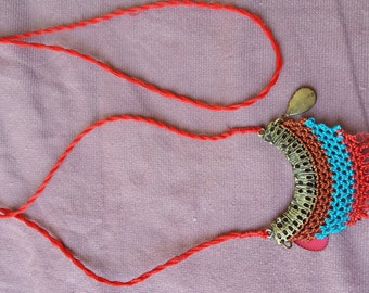 Bold low neck necklace