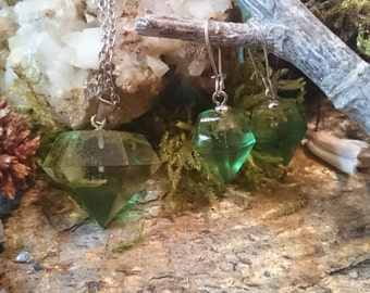 Resin - jewelry set: necklace + pendant + earrings-green Crystal in the form of diamond with MOSS (37)