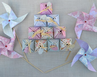 Boxes favors and decorative windmills