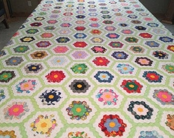 Grandma's Flower Garden Vintage Handmade Quilt from the early 1970's in New Condition