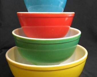Pyrex Primary Nesting Bowl Set of 4 C.1940 - Mixing Bowls