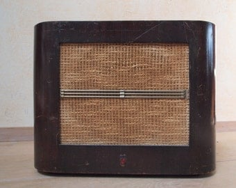 Guitar and amplifier mp3 in years 50 cabinet