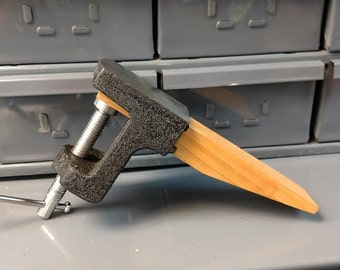 Bench pin with combination anvil