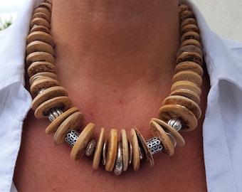 Beige wooden disks necklace