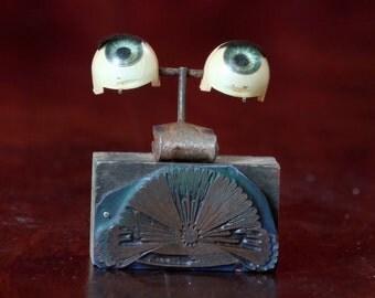 Antique Doll Eyes on type block