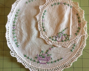 Vintage 1930s / 1940s Set of 2 Hand Crocheted Dresser or Table Doilies / Coasters