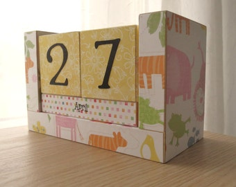 Perpetual Calendar - Wooden Block - A Day at the Zoo - Girl Version