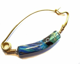 Blue lampwork glass bead fibula pin, bent organic shawl pin handmade brass for woven fabrics, curved lamp work jewelry, glassbead, SRAJD
