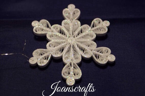 "Sparkle Victorian ""Queen of Hearts"" mini Snowflake"