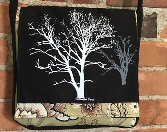 Sycamore and Walnut Tree Messenger Bag Black Green 10 x 10