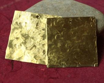 Handmade hammered textured solid brass sqaure dangle tag pendant drop 28x28mm, 2 pcs (item ID LSBS28x28HK)