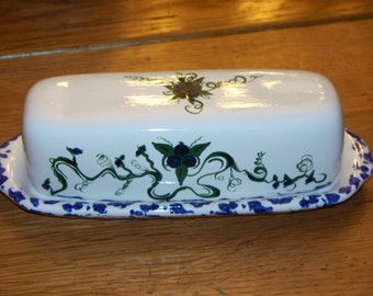 Maine made handpainted ceramic blueberries vines fruit butter dish