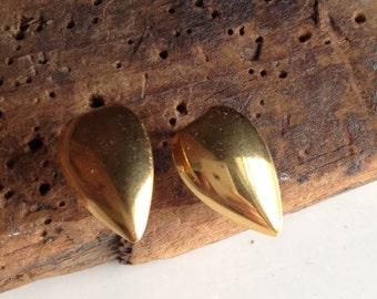 Vintage Earrings, Gold Plated Metal, Heart Earrings, Leaf Earrings, Post Earrings, Small Earrings, Simple Earrings