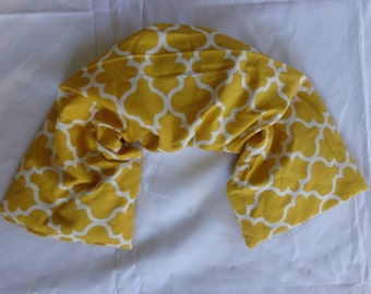 Herbal Wrap - New Size - Versatile hot or cold therapy for neck, shoulders, low back, abdomen, legs and arms -Mustard Yellow Quatrefoil
