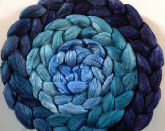 Hand Dyed gradient roving 5ozs polwarth mulberry silk 70/30 ready to ship