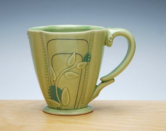 Deco Deluxe clover cup in Spring Green gloss & Sky blue Polka dots, Victorian mod