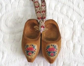 Vintage Holland xmas ornament . wooden clogs tree ornament . folk tree ornament . Alesund Holland . souvenir ornament