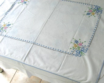 embroidered tablecloth . floral embroidery . 40s table topper . small tablecloth