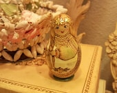 """Vintage Russian Nesting Doll Hand Painted Gold Embellished 3.5"""" Key Chain Doll Inside"""