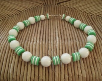 Vintage Retro Green and White Plastic Beaded Necklace
