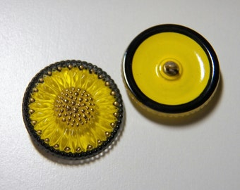 Large Yellow Daisy 32mm Glass Round Button with Metal Shank (1)