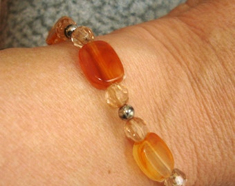 vintage pale amber and peach beads bracelet