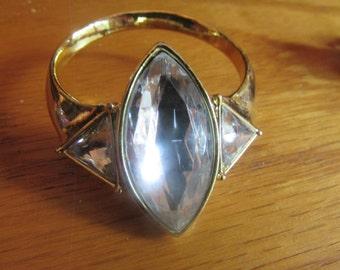 ring band brooch