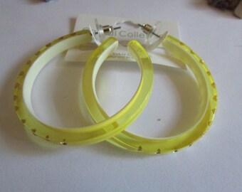 Sunny yellow hoops post
