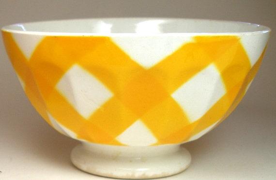 30's French café au lait bowl, White porcelain with yellow plaid.