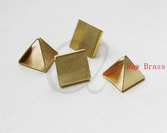 10 Pieces Raw Brass Pyramid - 12x11.3mm (1798C-M-237)